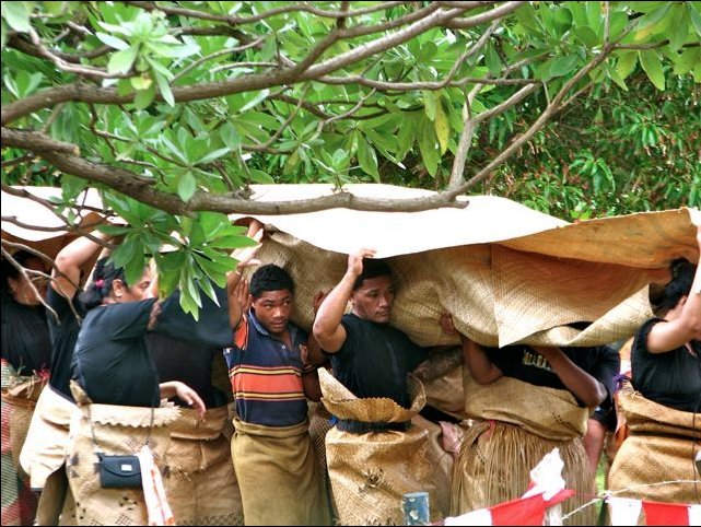 Carrying the Body to the Grave, Tonga