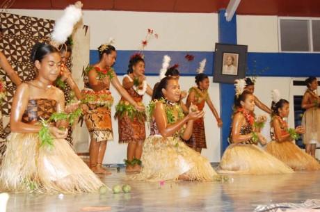Tonga women juggling fruit