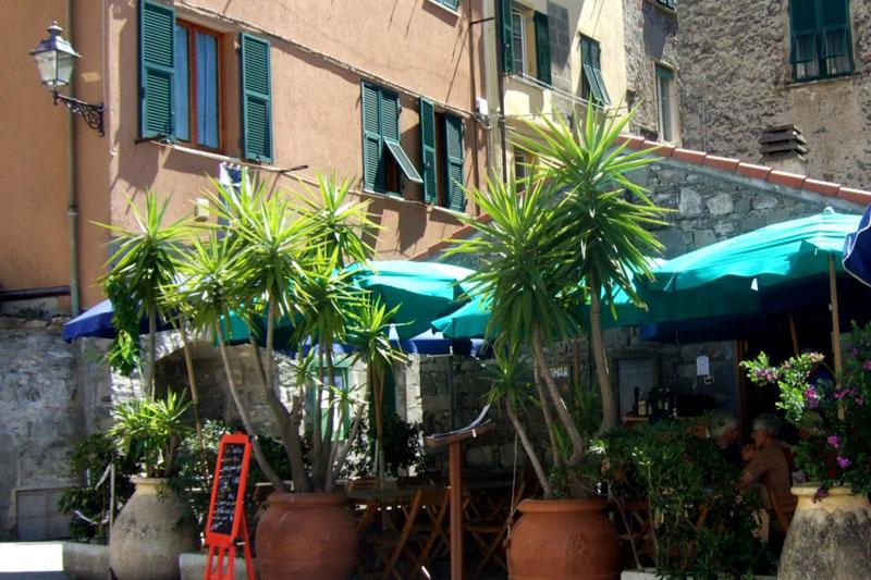Er Posu Café Corniglia street and shops, Cinque Terre, Italy (3)