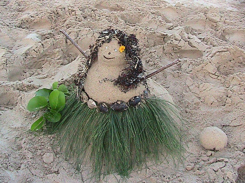 Sandwoman at the beach for Christmas   Copyright Ruth Elayne Kongaika
