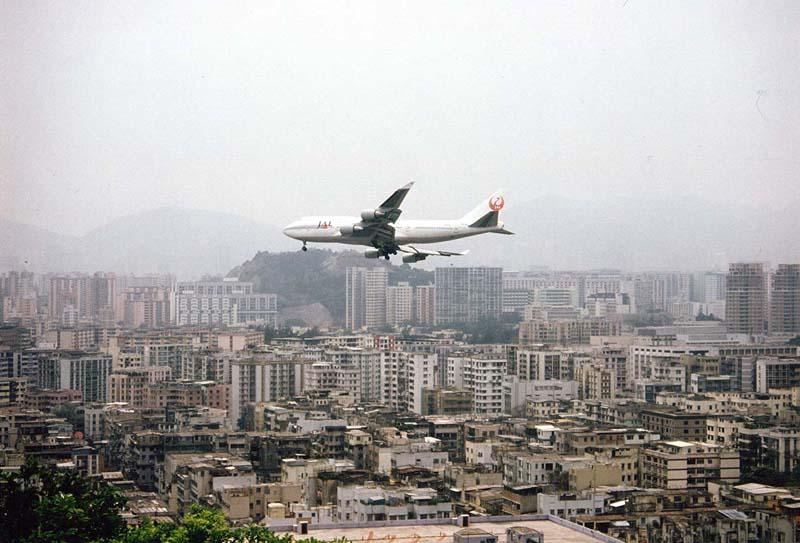 HKG-Hong-Kong-a-Jumbo-Jet-approaches-Kai-Tak-Airport